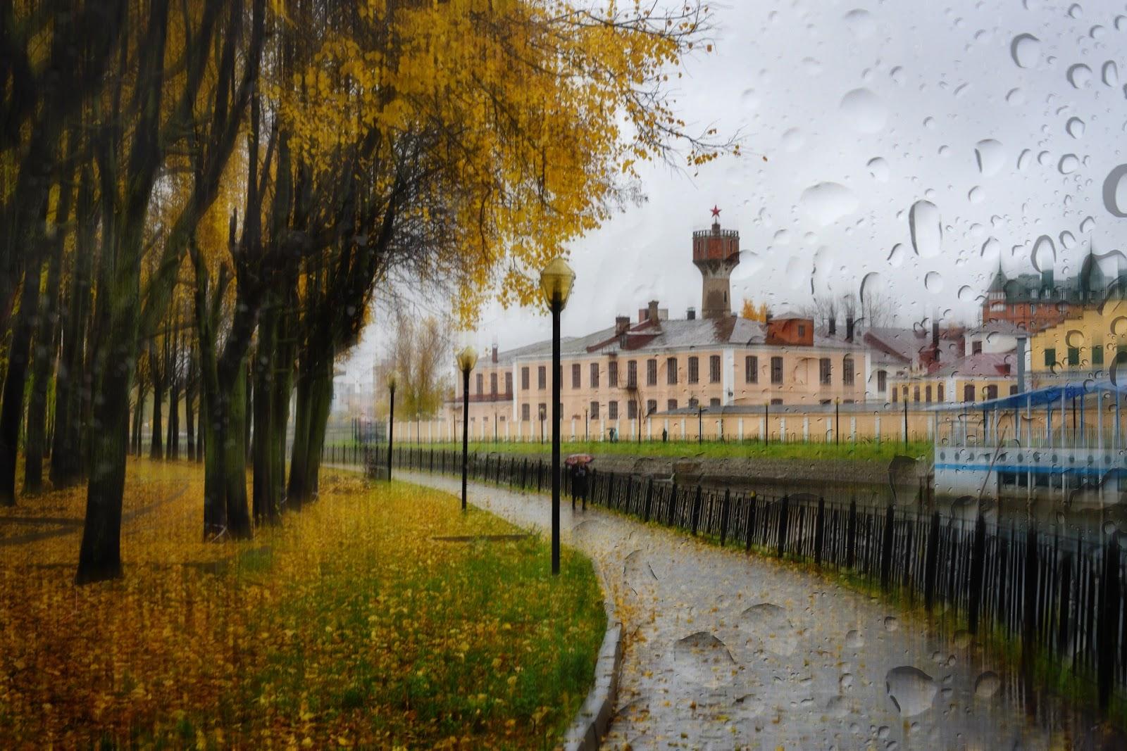 Набережная Уводи в Иваново. Дождь