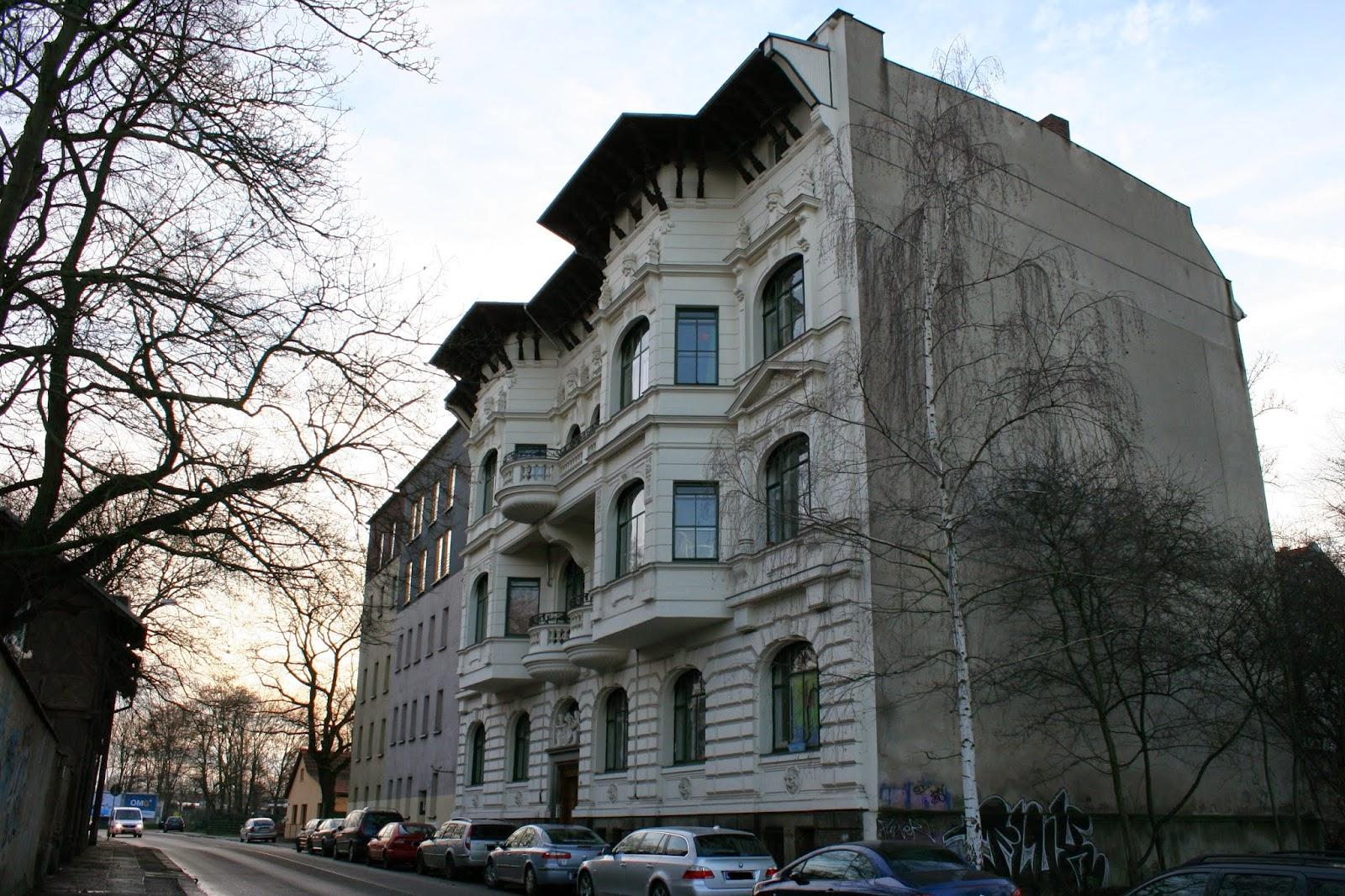 """Der Volksmund bezeichnet die """"Leonhardsche Villa"""" als das """"Monte Carlo Haus"""", da der Erbauer diese wohl nach einem Strandhaus im selbigen Monte Carlo nachempfand"""