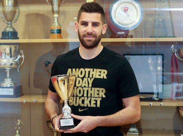 Βραβεύθηκε ο Βαγγέλης Οικονόμου ως ο MVP της 22ης αγωνιστικής της super league