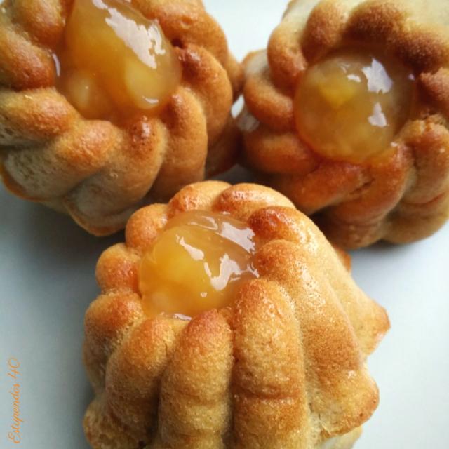 bizcochitos-con-topping-de-naranja-y-mango