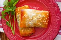Τραγανές Πίτες με Σπανάκι, Κουκουνάρι & Σταφίδες - by https://syntages-faghtwn.blogspot.gr