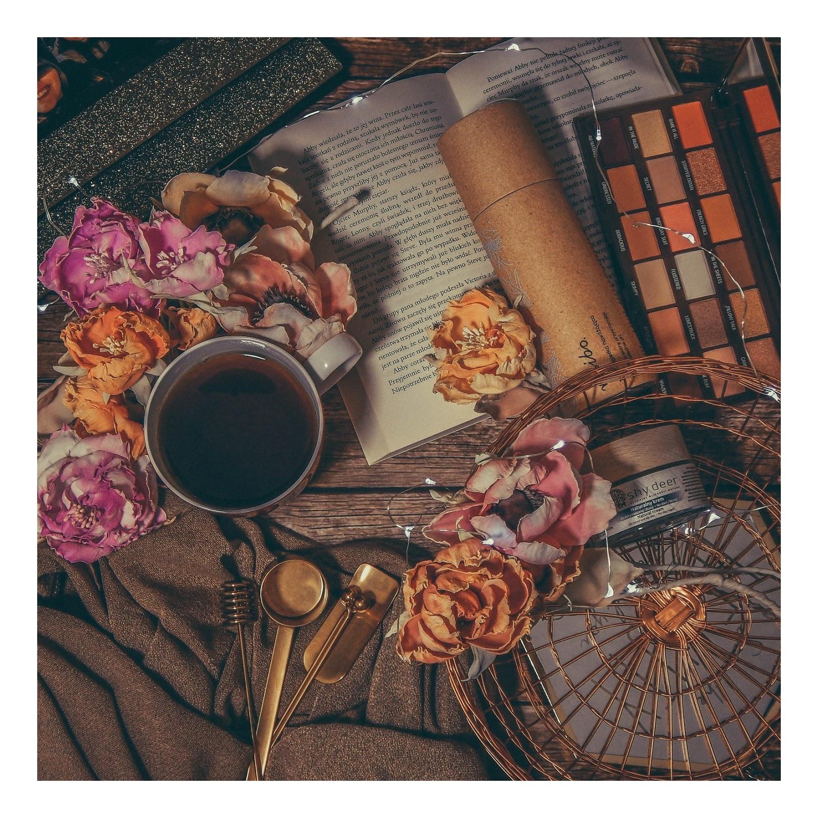 sztuczne kwiaty jak żywe wianki ślubne nietypowe kartki ślubne zaproszenia na roczek na urodziny na rocznicę imieniny diy do it yourself ręcznie robione kwiaty wywiad pomysł na biznes moonbird jak zrobić kwiatki