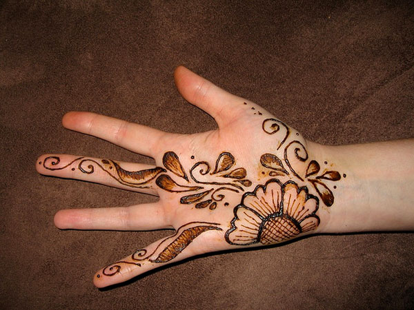 simple mehndi designs style for right hand