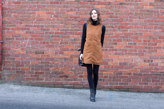 Vancouver Style Blogger, Alison Hutchinson, is wearing a tan suede Sanctuary clothing dress, black Vince Ankle boots and a blak leather madewell bucket bag