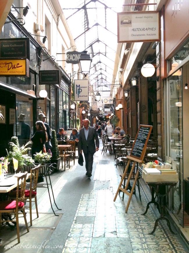 passage-des-panoramas-sidewalk-cafes