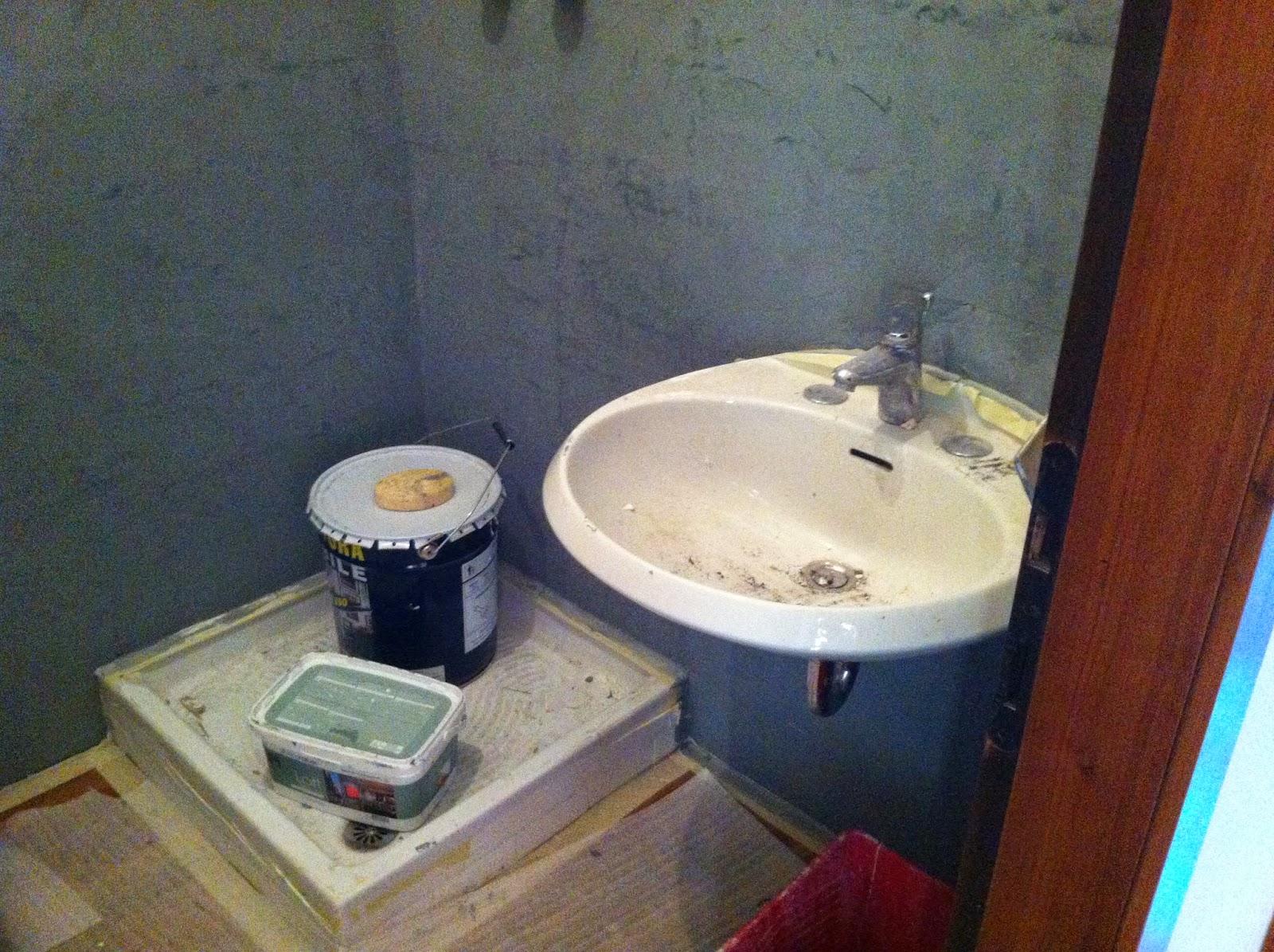 Coprire le piastrelle del bagno - Resina per pareti bagno ...
