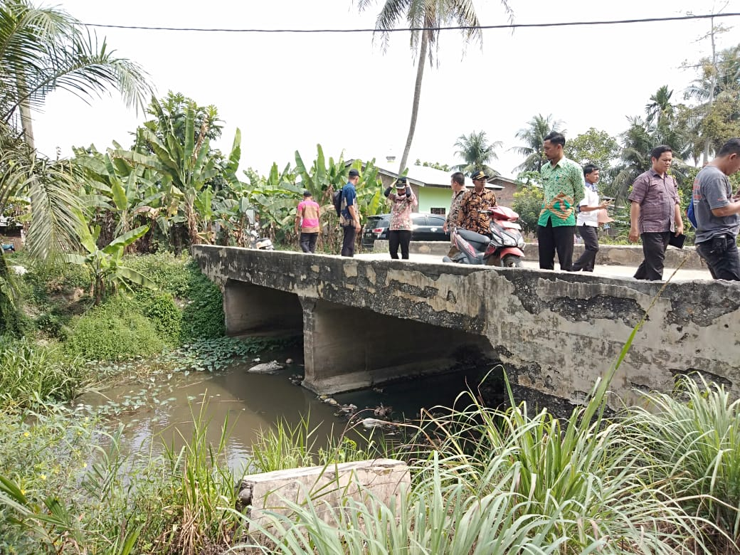 Dinas Lingkungan Hidup Sergai Tinjau Bau Busuk di Sungai Matapao