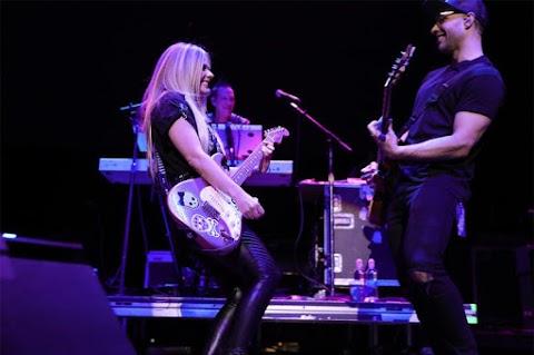 Avril Lavigne llevó lo mejor de su gira mundial al festival 'Alice In Winterland'