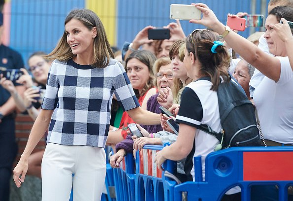 Queen Letizia wore Hugo Boss Floriza gingham wool blend knit top and Boss cotton trouser, Magrit pumps