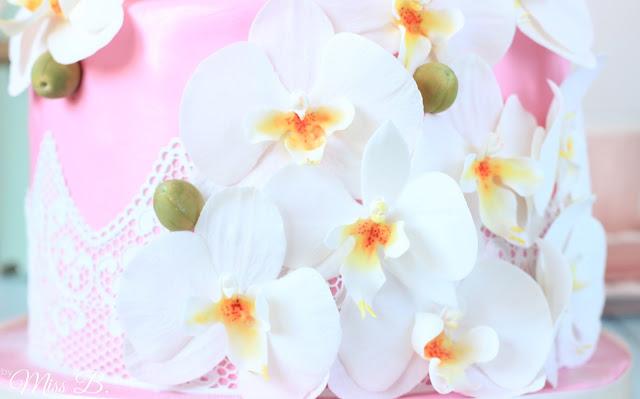 Traumhaft schöne, zweistöckige Orchideen-Torte: Teil 2 [DEKORIEREN]
