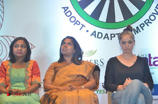 Simran and Vishal at the Launch of The Pride of Tamil Nadu Event Stills  0038.jpg