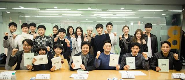 tvN新月火劇《Circle-相連的兩個世界》公開首次閱讀劇本現場照