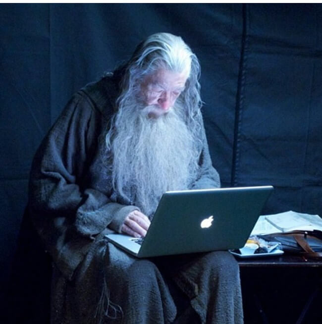60 Iconic Behind-The-Scenes Pictures Of Actors That Underline The Difference Between Movies And Reality - The Installation Wizard will now install your software.
