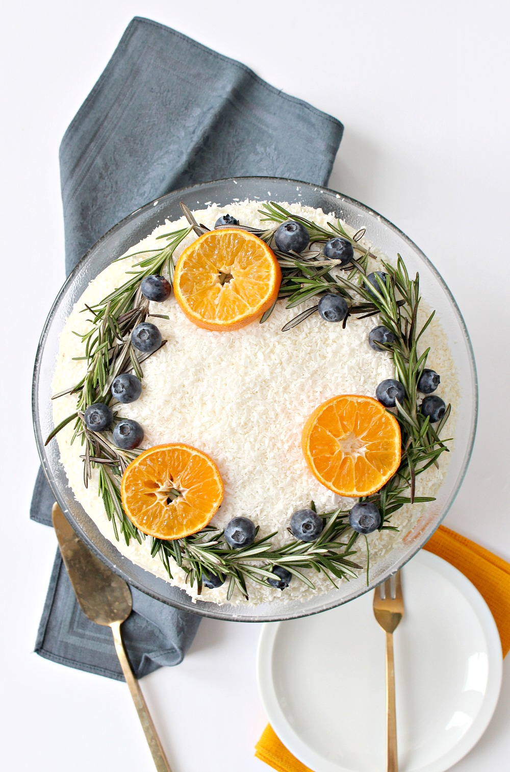 Carrot cake with natural wreath decoration festive for Baking oranges for christmas decoration
