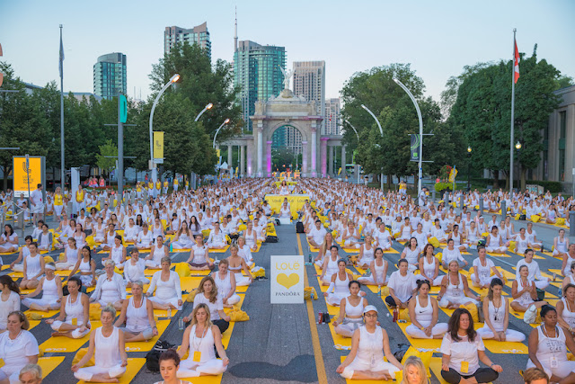 Lolë White Tour Sunset Yoga Toronto