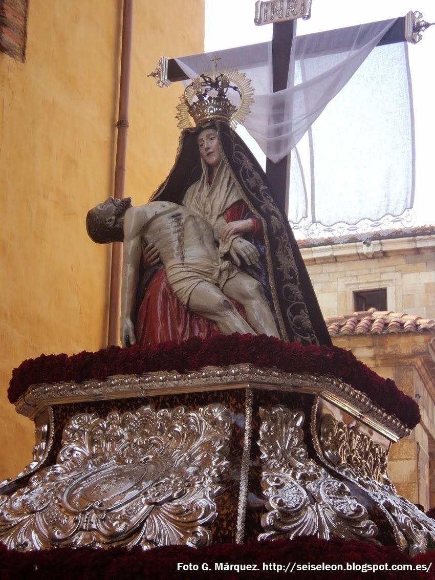 María Santísima de la Piedad Amparo de los leoneses. Cofradía del Sacramentado. Foto G. Márquez