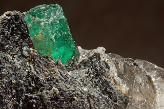 emerald in matriz of mica phlogopite and quartz : Carnaiba Mine District, Pindobaçu, Campo Formoso ultramafic complex, Bahia, Brazil