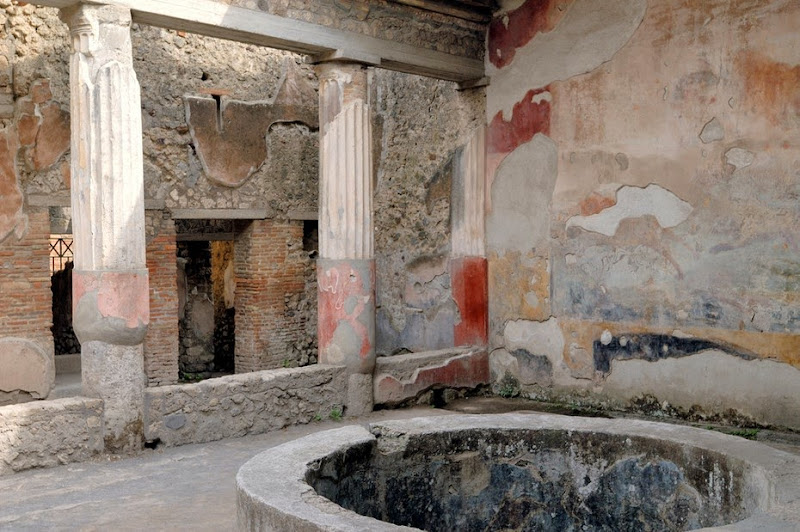Pompeii seduces thousands with 10 new houses
