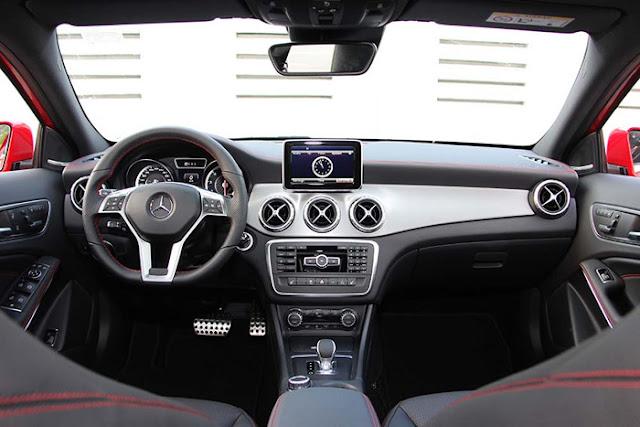 Mercedes AMG GLA 45 4MATIC trang bị đầy đủ tiện nghi và an toàn