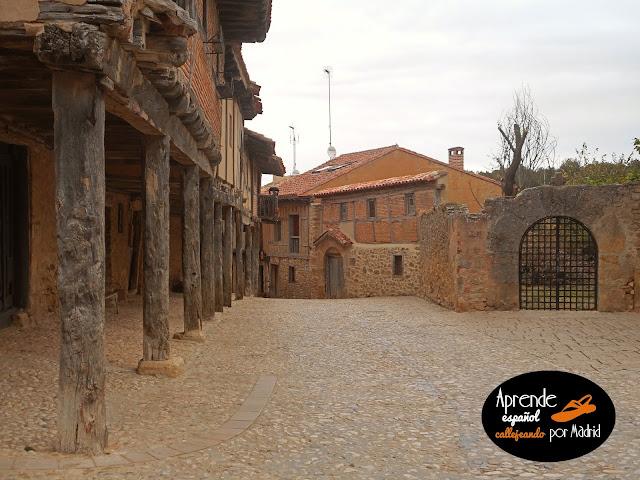 Aprende español callejeando: Por la villa de Calatañazor