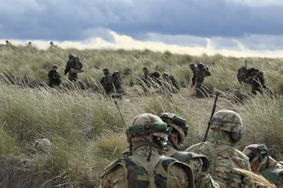 """Paracaidistas estadounidenses y españoles saltan juntos en 'Chinchilla' en el ejercicio """"Sky Soldier"""""""