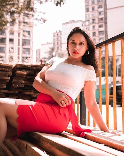 Aarti Gupta Photos