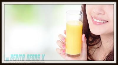 Sehat, tips kesehatan, upaya keluarkan racun, kulit sehat, Wanita, ilustrasi minum jus