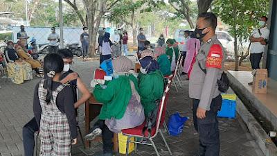 Warga Karang Serang Terima Vaksinasi Tahap Dua di BP2IP Sukadiri