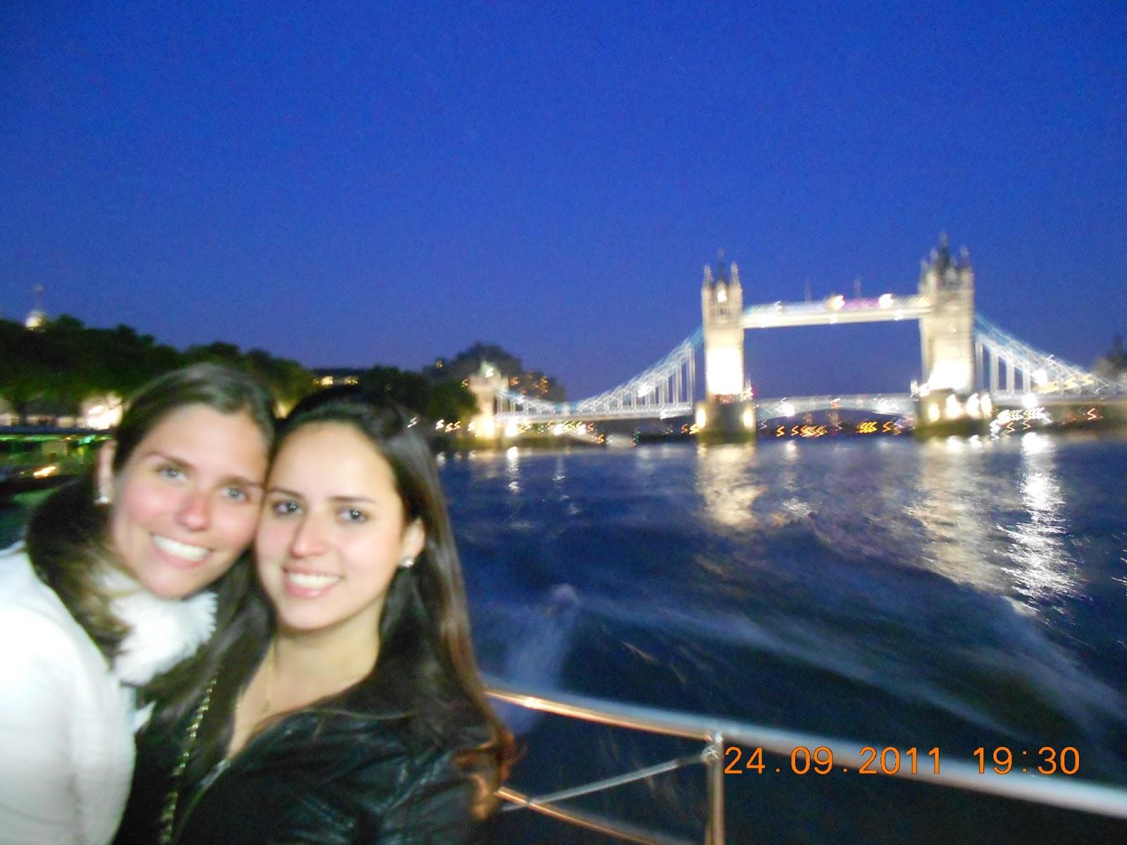Rio Tâmisa à noite