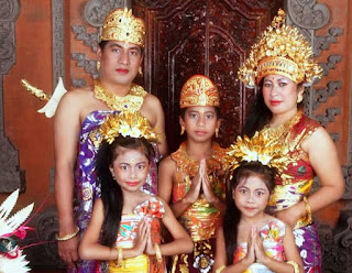 Gambar Pakaian Adat Bali dewasa dan anak