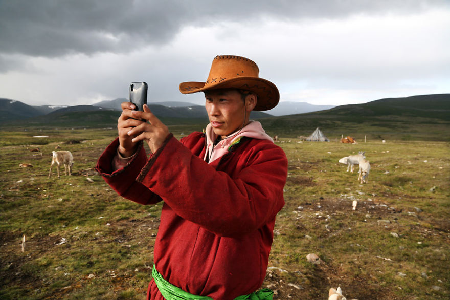 Tsaatan selfie in the Ulaan taïga with Bayrsaïhan - Meet The Tsaatan Nomads In Mongolia Who Live Like No One Else