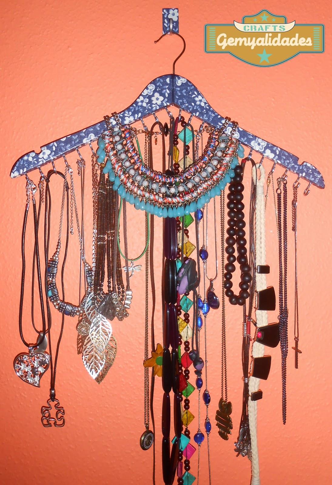 508c710b23ab Mi primer video tutorial DIY  Organizador de collares con una percha