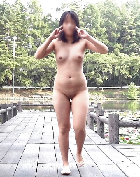 Asian Girls Nude Sexy Naked Outdoor in Public