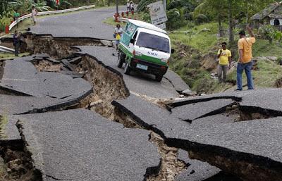 Gempa bumi peringatan dari Allah, bukan kehendak alam
