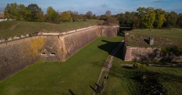 Neuf-Brisach, tour bastionnée 6 (vue aérienne, Balliet JM)