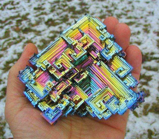 46 Unbelievable Photos That Will Shock You - Bismuth Is a Chemical Element With An Amazing Iridescent Oxide Surface