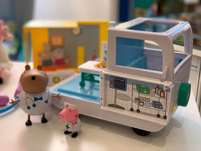 Peppa Pig Mobile medical Centre makes a great Christmas present for Preschoolers