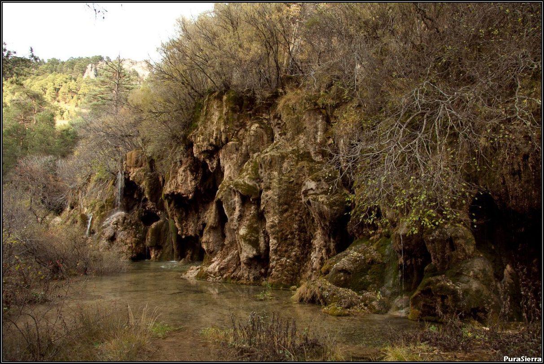 Cascada inferior en época muy seca (Nacimiento Del Río Cuervo)