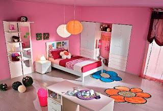 linda habitación rosa de niña