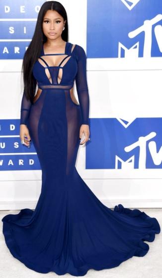 Foto de Nicki Minaj con bello vestido azul