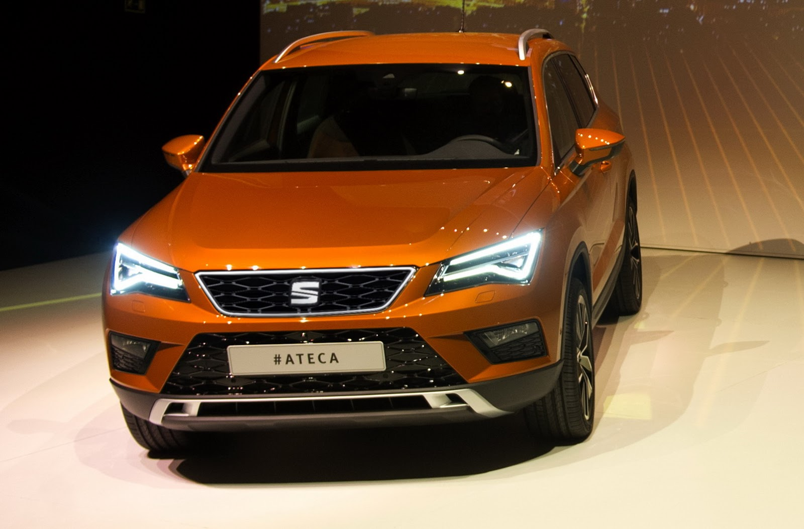 new seat ateca is spanish brand s foray into suvs w video carscoops. Black Bedroom Furniture Sets. Home Design Ideas