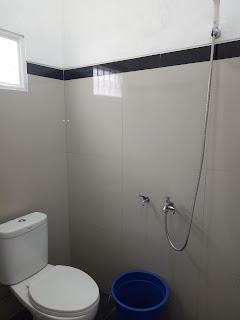 Fasilitas penginapan dengan kamar mandi air hangat