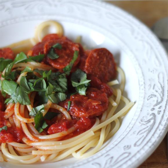 elly 39 s art spaghetti mit chorizo tomatensauce. Black Bedroom Furniture Sets. Home Design Ideas