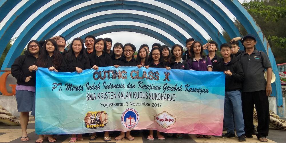 SMA Kristen Kalam Kudus Adakan Outing Class di Yogyakarta