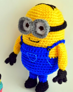 http://www.popsdemilk.com/wp-content/uploads/2014/03/Dave-the-Minion-and-Cupcake.pdf