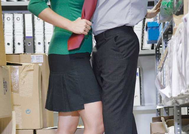 Love at Work: What are the advantages and disadvantages?