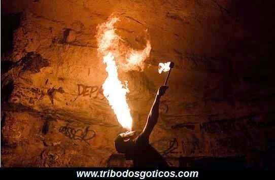 caverna,festa,fogo,perigo