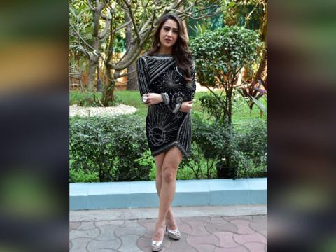 Sara Ali Khan Hot - Sara Ali Khan Hot  Looks Heavenly Black Dress