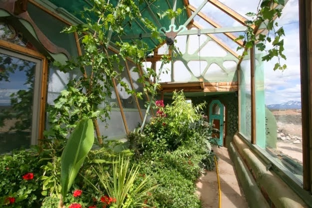 10 reasons why earthships are awesome - free food