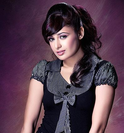 Yuvika Chaudhary Hot In Om Shanti Om « New Movies Pictures ...